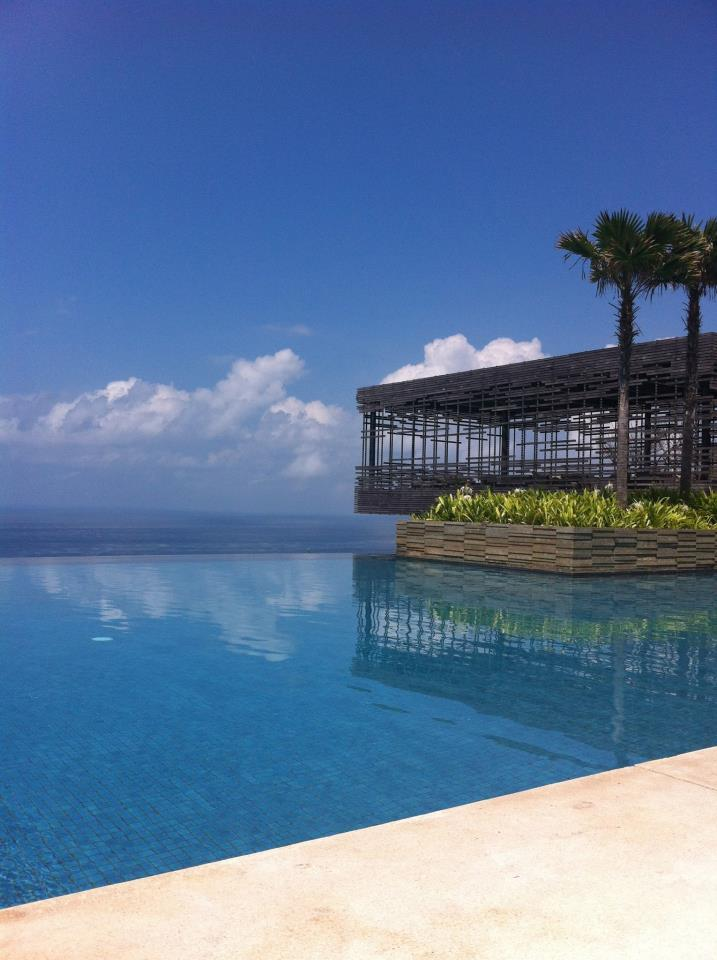 Infinity pool & cabana