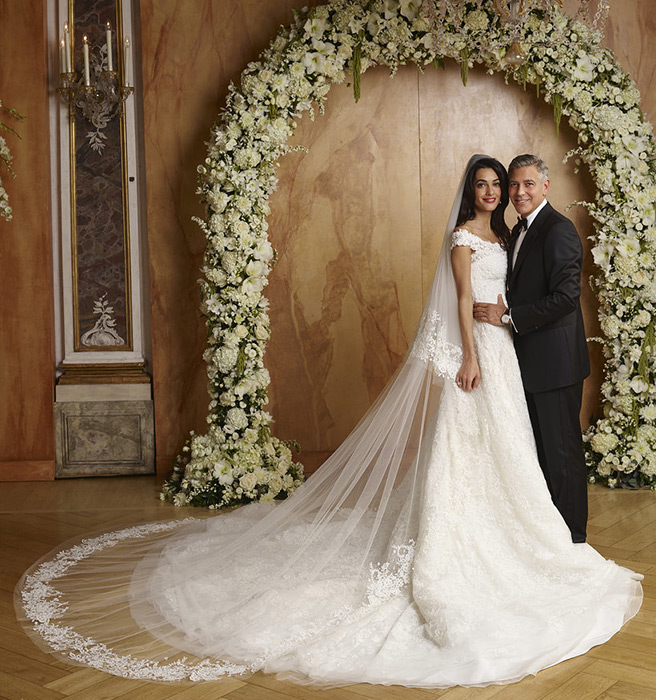 Amal Clooney Oscar de le Renta wedding dress to George Clooney