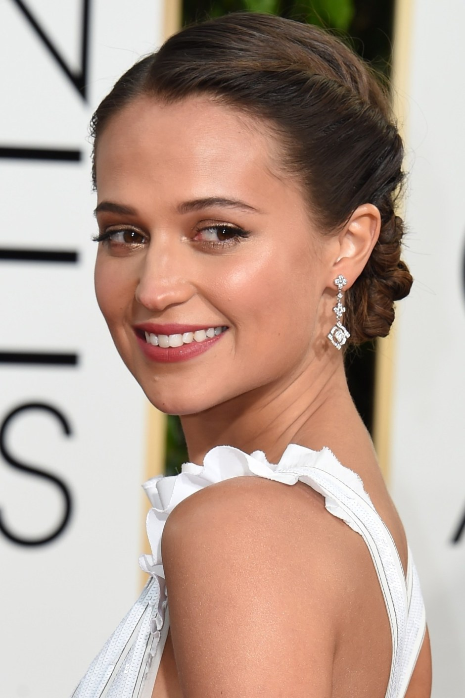 Alicia Vikander hair and make up at the Golden Globes