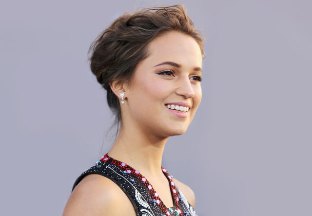 Alicia Vikander Critics Choice hair and make up bridal inspiration
