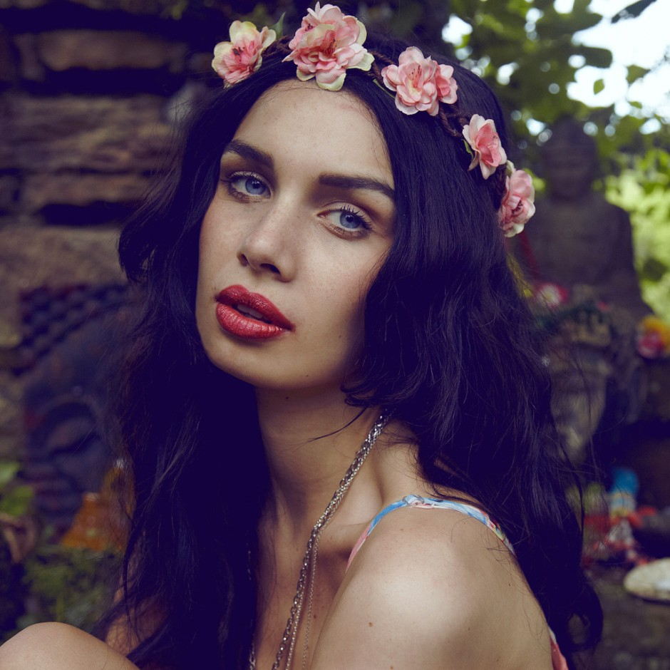 Amie-Blossom-Crown-Modelled_1024x1024