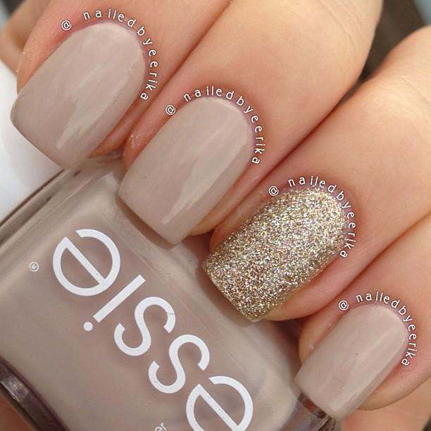 Glitter nude nail