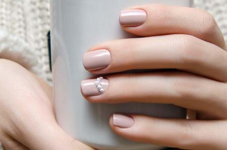 pearl manicure